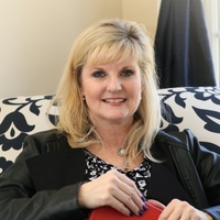 Lisa McKinney online counseling and therapist