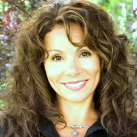 Angela Lutzi online counseling and therapist